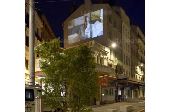 jusqu-au-mois-de-decembre-des-projections-s-inviteront-sur-des-facades-nues-de-la-ville-de-saint-etienne-la-place-dorian-ouvrira-le-bal-photo-celik-erkul-1461703899
