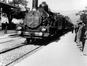 larriveee-dun-train-en-gare-de-la-ciotat-freeres-lumieere-1895
