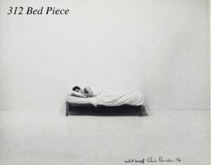 Chris Burden, Bed Piece, 18 février-10 mars 1972, Market Street, Venice, Californie