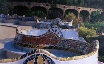 Antoni Gaudi, Banquette sinusoïdale dans le Parc Güell, Photo Melba Levick