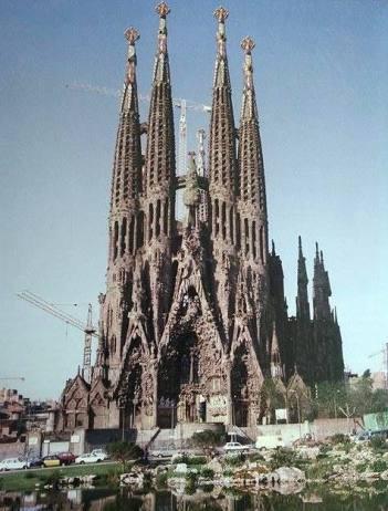 Antoni Gaudi, Cathédrale de Barcelone, Sagrada Familia, façade de la Nativité (Junta Constructora del Temple Expiatori de la Sagrada Familia)
