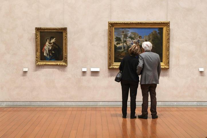 Visiteurs observant un tableau au museìe des Beaux-Arts de Lyon- Image © Lyon MBA - Photo Gilles Alonso