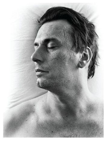 Natacha Lesueur, Sans titre, série dormeurs, 2005