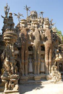 Ferdinand Cheval, Le Palais idéal, 1879-1912, les trois géants, source et crédit photographique : facteurcheval.com