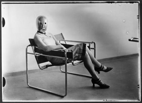 breuer-fauteuil-tubulaire-femme-au-masque