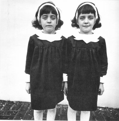 Diane Arbus, Jumelles identiques, Roselle, New Jersey, 1967
