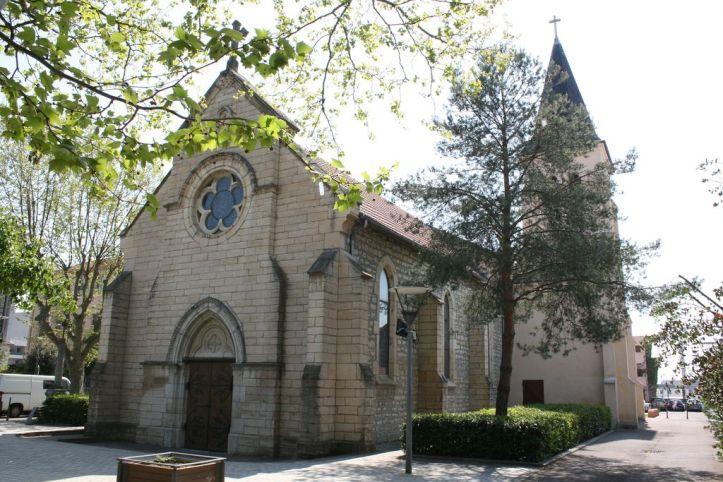 L'église Notre Dame du Rosaire, Saint Fons. Photo J.P. Galichon, (C.) Wikipédia