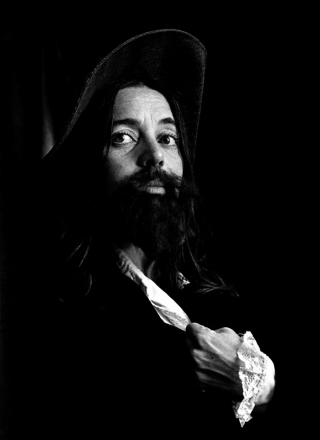 Eleanor Antin, The King 1972 51' , Vidéo noir et blanc, sans son, réalisée d'après un film de 16 mm / Master localisé au FNAC Collection Centre Georges Pompidou, Paris (France)