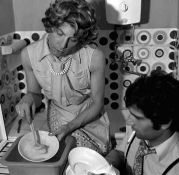 Michel Journiac, 24 heures de la vie d'une femme ordinaire, La réalité : la vaisselle, 1974.