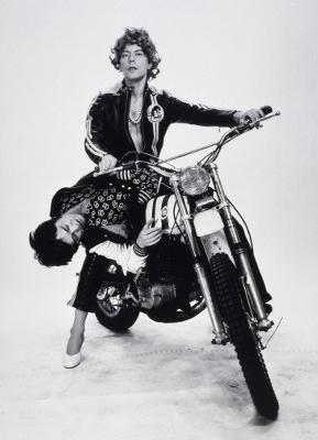 Michel Journiac, 24 heures de la vie d'une femme ordinaire (série), Fantasmes ! L'enlèvement, 1974 © Michel Journiac / ADAGP. Collection, Maison Européenne de la Photographie, Paris. Tirages gélatino-argentiques, 50 x 40 cm.