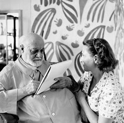 Matisse dessine Lydia Délectorskaya, Le Régina, Nice, 1952, photographie, Centre Pompidou, Paris