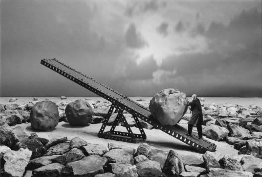 Gilbert Garcin, L'atelier de Sisyphe, 2001, 50 x 60 cm